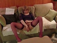 Amateur CD jerking off in stockings