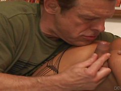 Tranny in fishnet Khloe Hart has fun with Robert Axel