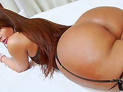 Hot big ass tranny wanks her fat cock