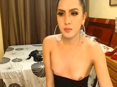 Pretty Pinay Tranny Suck Her Toy While Masturbating