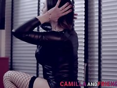 Fetish tranny gets sucked