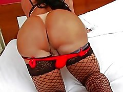 Big booty tranny Thalya Cyclone loves anal