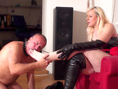 Footgirls order slaves to lick their feet