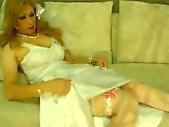 Jeniffer´s wedding dress masturbation